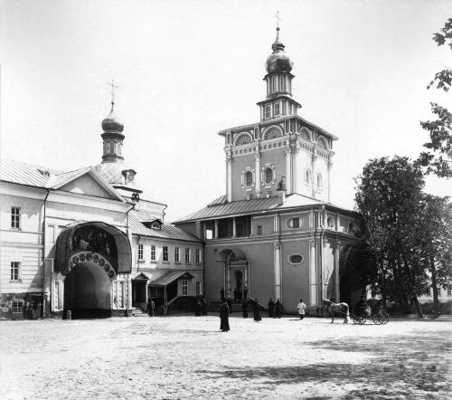 Освящение надвратной Церкви после пожара