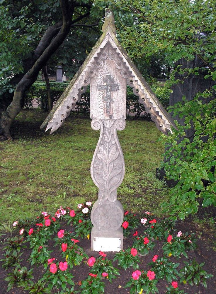Tomb_of_Kustodiev.jpg