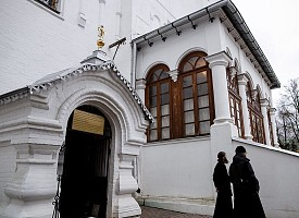 В обители преподобного Сергия возобновляются ежедневные водосвятные молебны