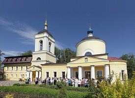 Всехсвятская церковь и ее служители