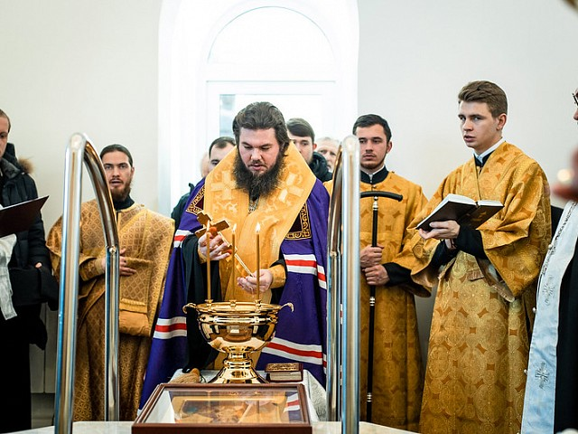 Епископ Фома совершил чин освящения нового баптистерия на Воскресенском подворье Лавры