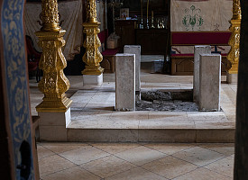 В Успенском соборе Лавры проводят замену Престола