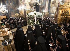 «Животе, како умираеши?»: в Лавре совершили чин погребения Святой Плащаницы