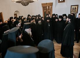 Наместник Лавры поздравил братию монастыря со Святой Пасхой