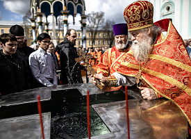 В Троице-Сергиевой Лавре совершили богослужения в пятницу Светлой седмицы