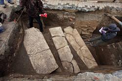 Близ Трапезного храма oбнаружено несколько погребений XVI века