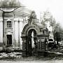 Ворота в ограде Смоленского кладбища. Фото 30-40 гг. 20 века