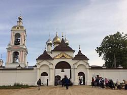 Архиерейское богослужение в монастыре Животворящего Креста Господня