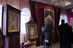 Выставка уникальных вышивных икон в Паломническом центре Троице-Сергиевой Лавры