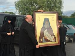 Выполненная в Троице-Сергиевой Лавре икона прп. Силуана Афонского с частицей мощей передана на малую родину святого