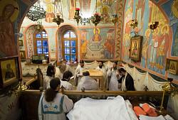 Архиепископ Феогност освятил придел храма в честь Явления Пресвятой Богородицы прп. Сергию Радонежскому на подворье Троице-Сергиевой Лавры и совершил в нем Литургию