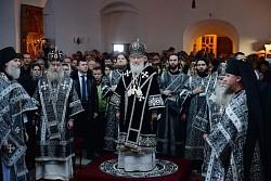 Святейший Патриарх Кирилл возглавил Литургию Преждеосвященных Даров на московском подворье Троице-Сергиевой Лавры