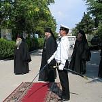 Архиепископ Феогност во время посещения Бригады