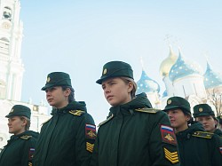 Курсанты Военной академии связи посетили Троице-Сергиеву Лавру