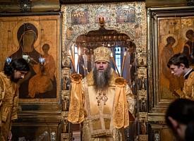 Митрополит Нижегородский и Арзамасский Георгий совершил Литургию в Троицком соборе Лавры