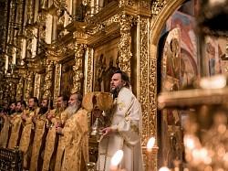 В день тезоименитства архимандрита Матфея (Мормыля) архиепископ Амвросий совершил Литургию в Успенском соборе Лавры