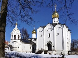 В Введенском храме Пятницкого подворья Троице-Сергиевой лавры встретили престольный праздник