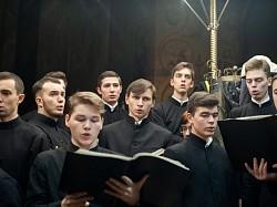 В Успенском соборе хор братии и студентов Академии исполнил песнопения предпразднства Рождества особым распевом по традиции Лавры