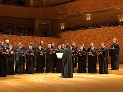 Обединенный хор Троице-Сергиевой лавры и МДА выступил в Мариинском театре