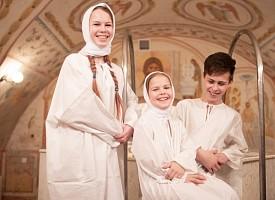 В неделю Торжества Православия в Лавре крестились дети из многодетных семей