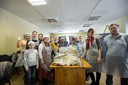 Социальная служба Лавры развезла продукты нуждающимся семьям