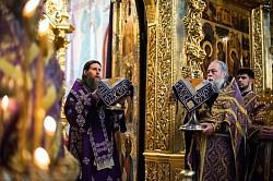 Митрополит Архангельский и Холмогорский Даниил совершил Божественную литургию в Успенском соборе Троице-Сергиевой Лавры