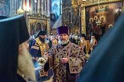 Епископ Сергиево-Посадский Парамон совершил Божественную литургию в Троицком соборе Лавры