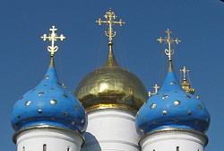 Установка креста на Успенский собор Лавры