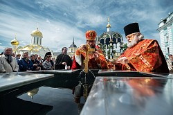 Лавра чествует Преполовение Пятидесятницы и перенесение мощей святителя и чудотворца Николая