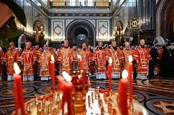 В день памяти святых равноапостольных Мефодия и Кирилла епископ Парамон сослужил тезоименитому Патриарху Кириллу в храме Христа Спасителя