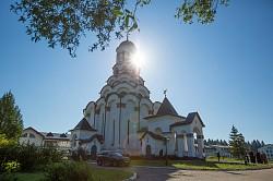 Епископ Парамон совершил Литургию в день престольного праздника в храме святителя Алексия Московского при школе-интернате в Топорково