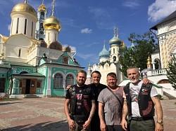Мотопутешественники из Австралии посетили Троице-Сергиеву Лавру