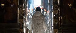 В День России архиепископ Амвросий совершил Литургию в Троицком соборе Лавры