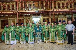 Митрополит Георгий отслужил в Троице-Сергиевой Лавре Литургию и молебен преподобному Сергию Радонежскому