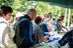 На Троицу Социальная служба Лавры накормила 3500 паломников