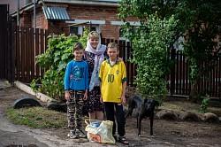 Социальная служба Лавры развезла продукты малообеспеченным семьям