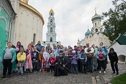 Дети из спортивно-хорового лагеря Северного викариатства Москвы посетили Лавру