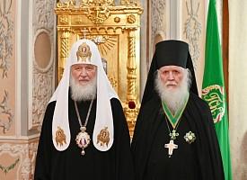 Святейший Патриарх Кирилл вручил орден архимандриту Илии (Рейзмиру)