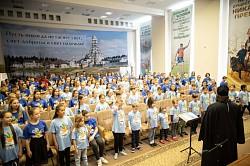 Наместник Лавры встретился с участниками фестиваля «Белый пароход» в Топорково