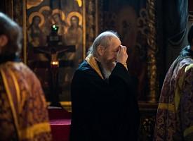 В первый день Успенского поста в Лавре прошли богослужения с изнесением Креста Господня