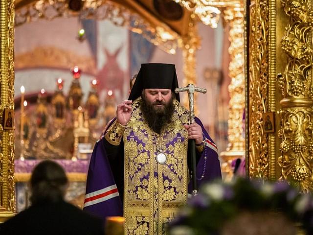 Троице-Сергиева обитель молилась на богослужениях Недели по Воздвижении