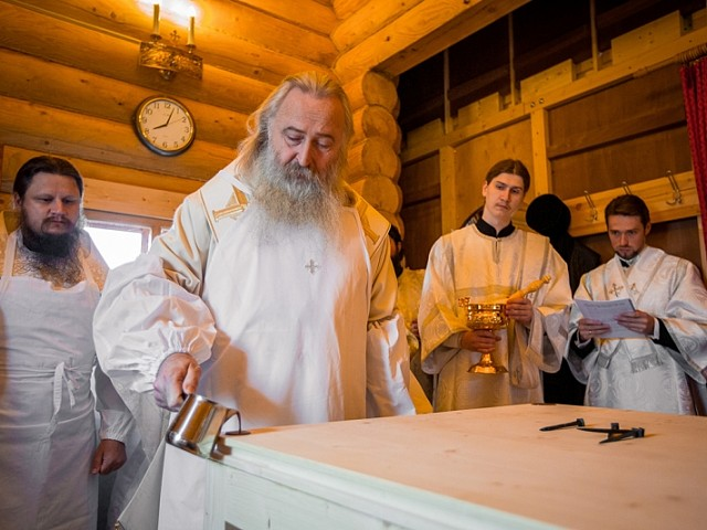 Архиепископ Феогност и епископ Парамон освятили храм святителя Спиридона Тримифунтского на подворье Лавры