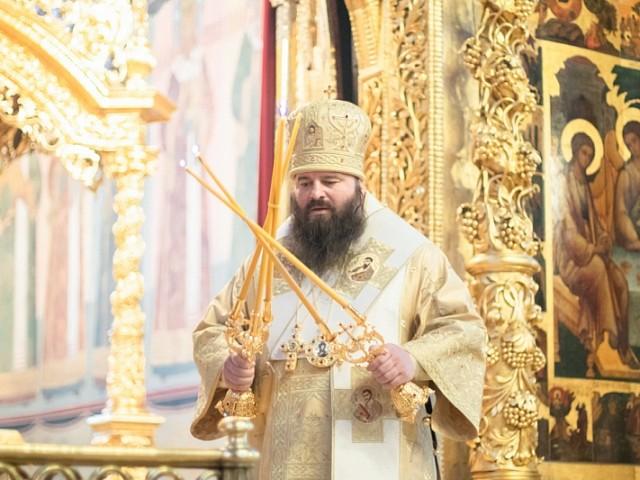 В неделю о мытаре и фарисее епископ Сергиево-Посадский Парамон совершил Божественную литургию