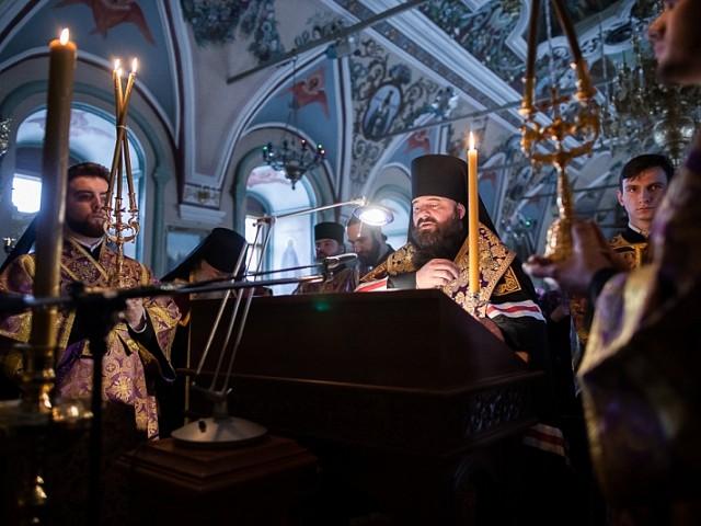 «Стояние Марии Египетской»: наместник Троице-Сергиевой Лавры совершил вечернее богослужение четвертка Великого канона
