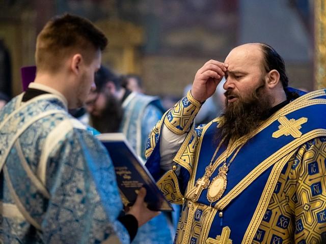 «Радуйся, души моея спасение»: епископ Сергиево-Посадский Парамон возглавил акафистное пение Божией Матери в пятую пятницу Великого поста