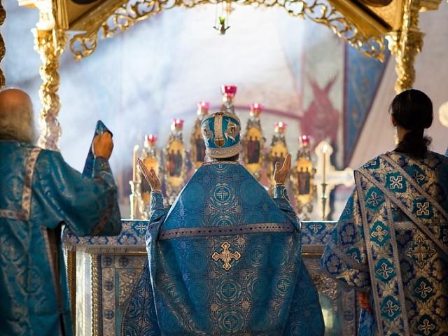 «Радуйся Агнице, рождшая Божиего Агнца»: в Субботу Акафиста братия Троице-Сергиевой Лавры совершила Божественную литургию