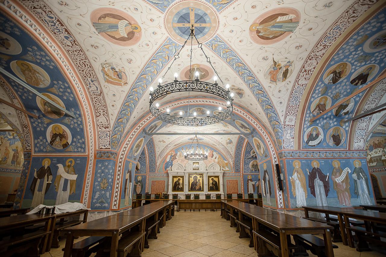 Братская трапезная Свято-Троицкой Сергиевой Лавры