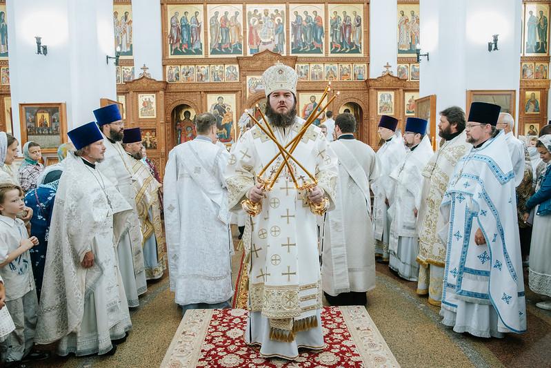 Епископ Фома возглавил торжества престольного праздника в храме Преображения Господня в Долгопрудном
