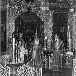 Архиеп. Сергий (Голубцов); слева - иерод. Рафаил (Берестов)