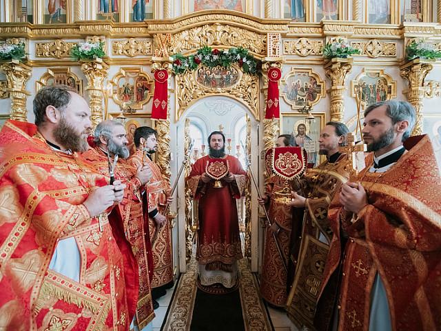 Епископ Фома совершил Литургию в храме Живоначальной Троицы в Дмитрове